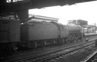 Gresley V2 2-6-2 60913 alongside platform 3 at Carlisle on 1 February 1964, after taking over the 9.25am Crewe - Perth.<br><br>[K A Gray&nbsp;01/02/1964]