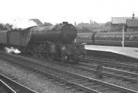 With only three weeks to go before withdrawal, Gresley V2 2-6-2 no 60896 takes an up 'pigeon special' through Doncaster on 1 September 1962.<br><br>[K A Gray&nbsp;01/09/1962]