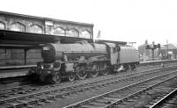 Jubilee 4-6-0 no 45639 <I>Raleigh</I> alongside Carlisle platform 4 on 3 August 1963 awaiting the clear for a run back to Upperby shed. The locomotive had worked in earlier on a service from the south.<br><br>[K A Gray&nbsp;03/08/1963]