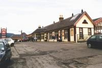 Road approach to Aviemore station from the south in May 2002.<br><br>[John Furnevel&nbsp;12/05/2002]