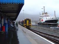 The  17:21 Kyle to Inverness  awaiting departure.<br><br>[Scott MacGregor&nbsp;05/05/2004]
