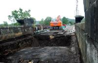 A bit of railway archeology/repairs going on at the old NBR Forth Viaduct at Stirling.<br><br>[Ewan Crawford&nbsp;21/05/2006]