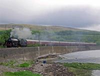 61264 pauses in Craigendoran Loop. May 25, 2006.<br><br>[Andy Kirkham&nbsp;25/05/2006]