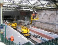 <I>'No...I thought you switched it off...'</I> Ongoing work at Waverley east end on 4 June 2006 showing progress on the new northside through platform.<br><br>[John Furnevel&nbsp;04/06/2006]